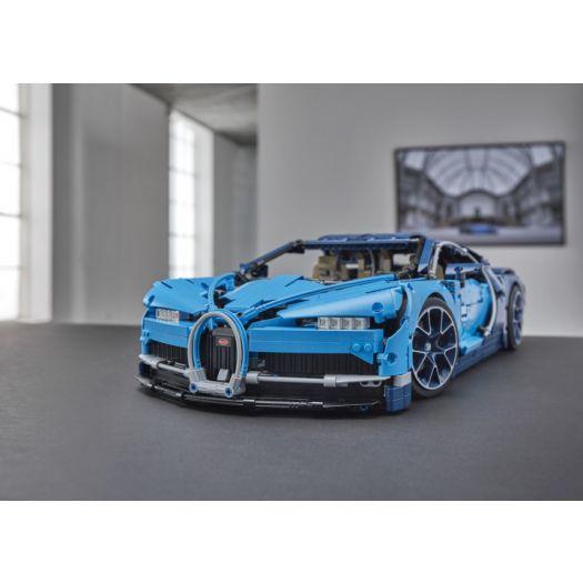 Конструктор LEGO Technic Автомобіль Bugatti Chiron (42083)в Україні