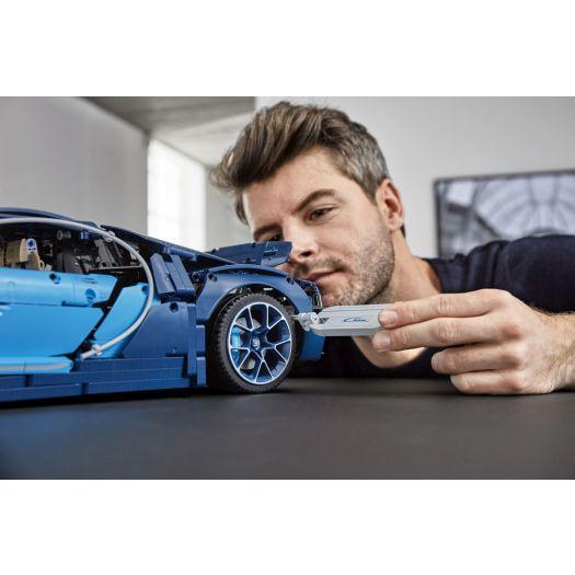 Конструктор LEGO Technic Автомобіль Bugatti Chiron (42083)замовити