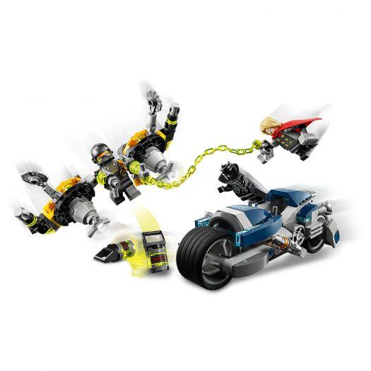 Конструктор LEGO Marvel Super Heroes Месники Атака на швидкісному мотоциклі (76142)в Україні