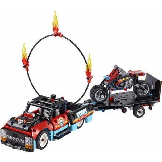 Конструктор LEGO Technic Шоу трюків на вантажівках і мотоциклах 2в1 (42106)в Україні