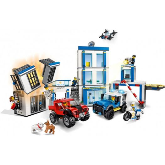 Конструктор LEGO City Поліцейська дільниця (60246)замовити