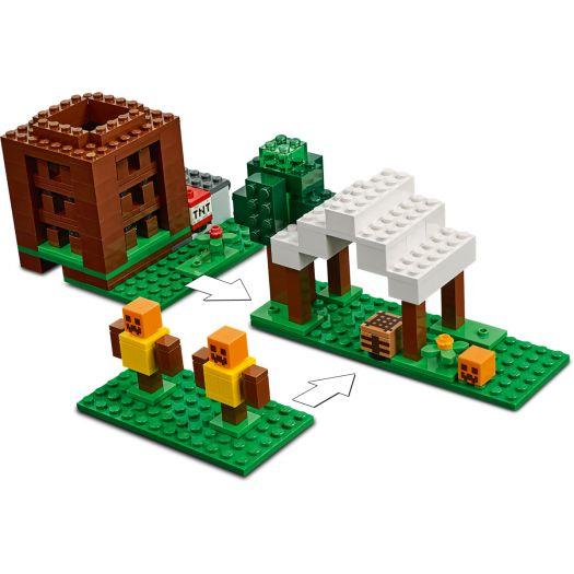 Конструктор LEGO Minecraft Лігво розбійників (21159)в Україні