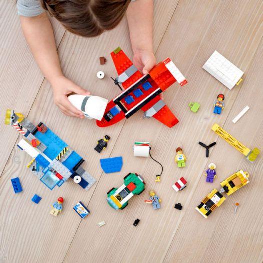 Конструктор LEGO City Головний аеропорт (60261)в Україні