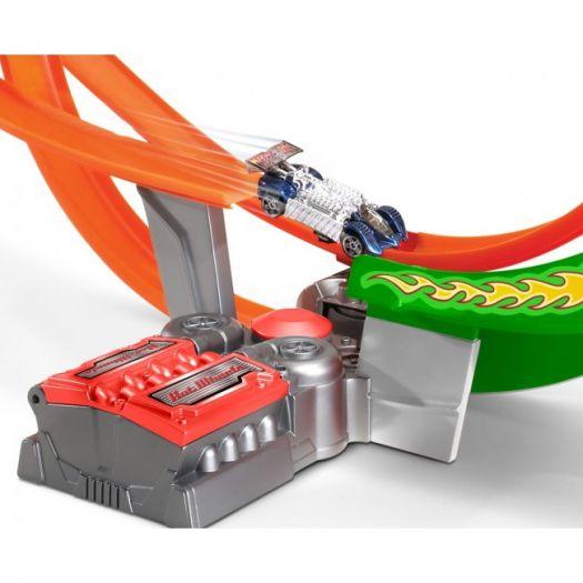 Трек Hot Wheels Шалений форсаж з 5 машинками (FCF18)замовити