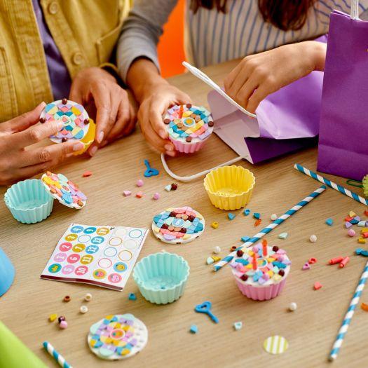 Конструктор LEGO Dots Креативний набір для свята (41 926)в Україні