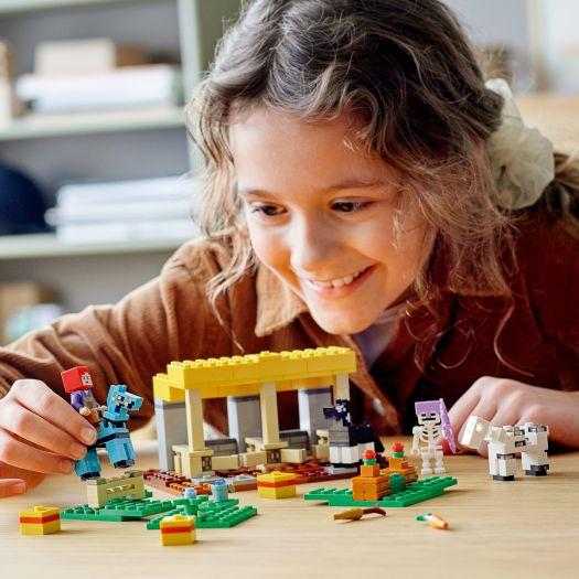 Конструктор LEGO Minecraft Стайня (21171)купити