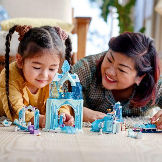 Конструктор LEGO Disney Princess Крижана чарівна країна Анни та Ельзи (43194)в Україні