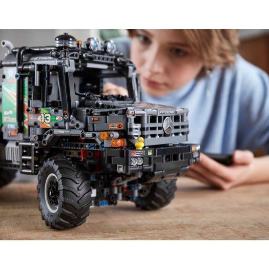 Конструктор LEGO Technic Вантажівка Mercedes-Benz Zetros 4x4 з дистанційним управлінням (42129)купити