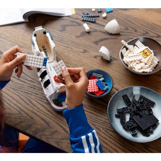 Конструктор LEGO Icons Кросівки adidas Originals Superstar (10282)в Україні