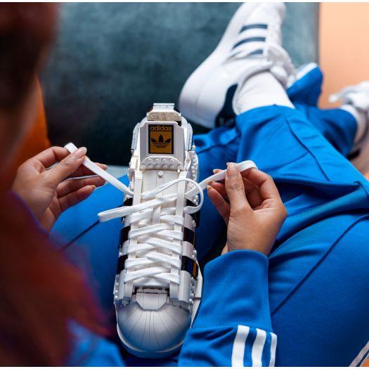 Конструктор LEGO Icons Кросівки adidas Originals Superstar (10282)замовити